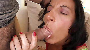 Milf Melissa Monet screaming and moaning during intense hook up