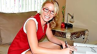 Nerdy babe with tits Sarah Jackson opens her hungry hole