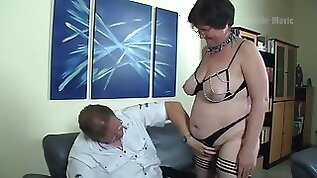 Nerdy amateur whore flashes big ass before wild missionary