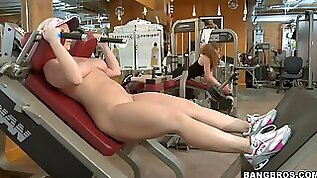 Hot and busty blondy raises the temperature in the gym