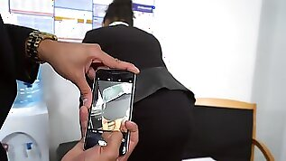 Ebony secretary takes down her undies for the needy boss