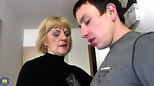 Young guy agrees to please Meriska B by drilling her pussy