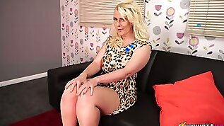 Big bottomed blond mature woman Nikki Lee shows off her puffy pussy upskirt