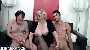 Carola Big boobed mom gets pounded hard banged in threeway