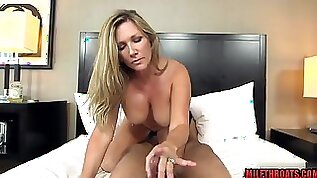 Plumpy mommy POV sex