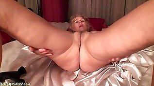 Mature toys her tight pussy in close up