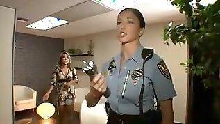 A big bust police officer fucks a thief