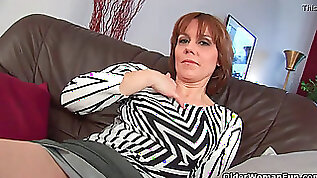 Mature mother spreads her hairy and wet pussy